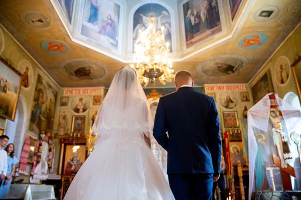 Съемка-венчания-в-церкви